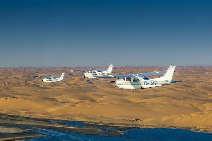 Flug über die endlose Sandwüste Namib, Namibia